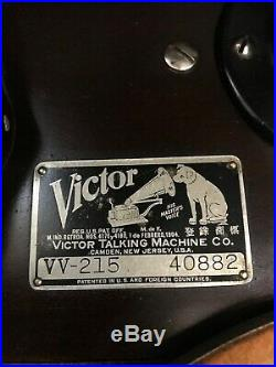 Antique 1923 Victrola record player classic solid walnut cabinet, hand crank