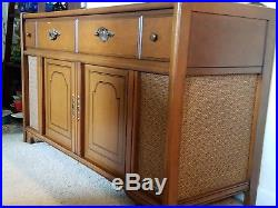 MidCentury Modern Magnavox Stereophonic Solid State Stereo