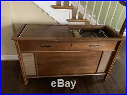 VINTAGE Magnavox STEREO CONSOLE Record Player and AM/FM Radio System Mid Century