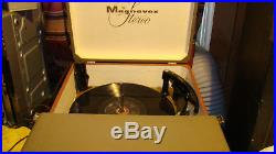 Vintage Magnavox Stereo Deluxe Portable Record Player/ Turntable W / Speakers